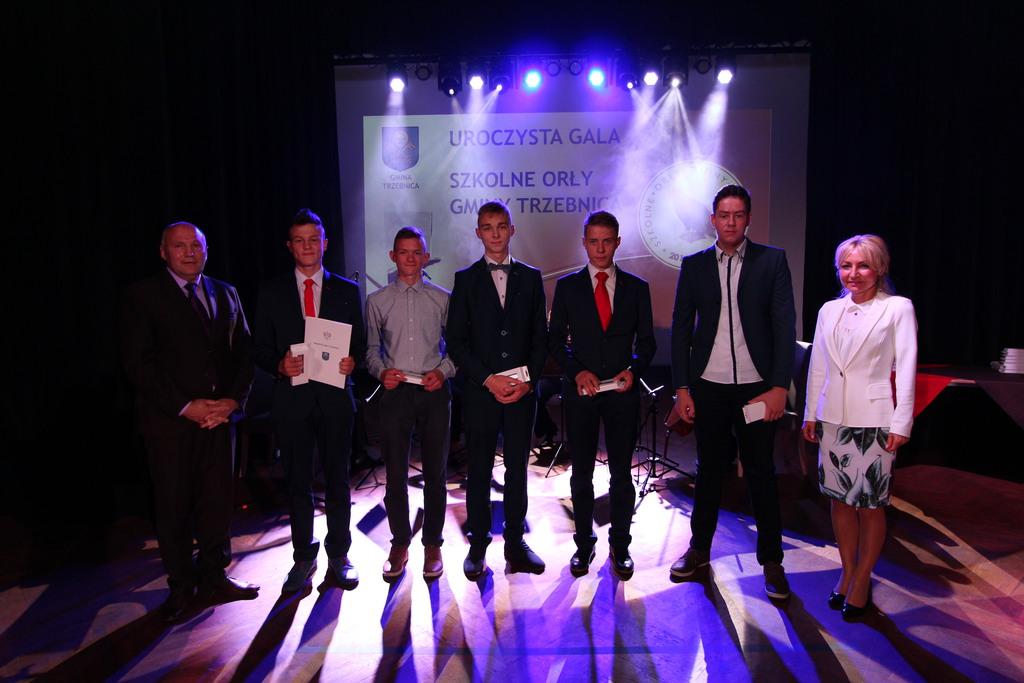Nagrodzeni uczniowie z Gimnazjum nr w kategorii Najlepsza Drużyna Sportowa.