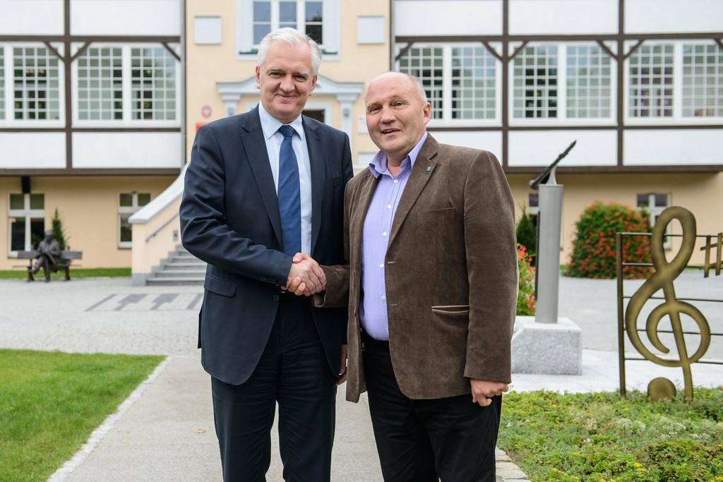 Na zdjęciu Burmistrz Marek Długozima wraz z Wiceprezesem Rady Ministrów Jarosławem Gowinem.