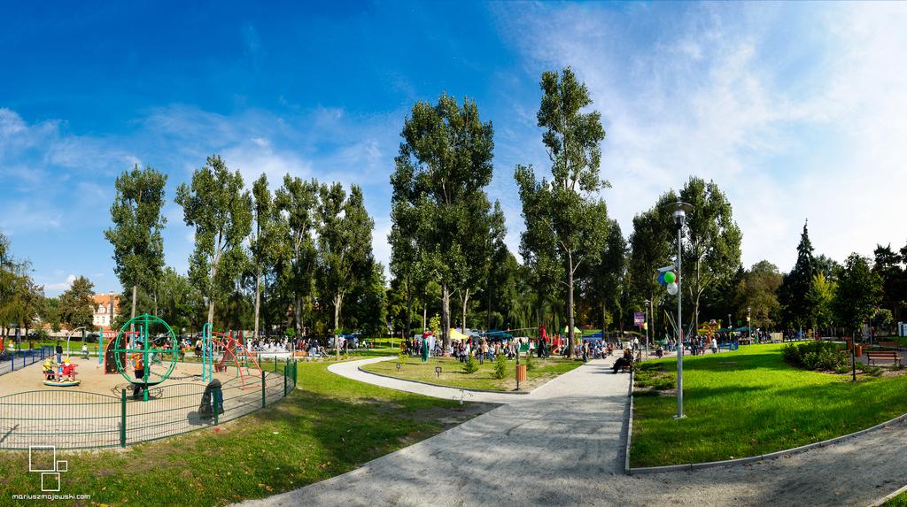 otwarcie parku solidarności październik 2010 (2).jpeg