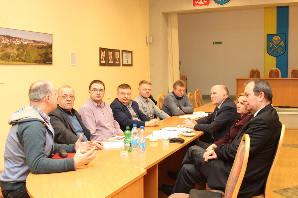 Spotkanie Burmistrza Marka Długozimy dotyczące mającej powstać kręgielni. Udział w nim wzięli pracownicy wydziału Techniczno-Inwestycyjnego oraz projektanci podobnych obiektów.