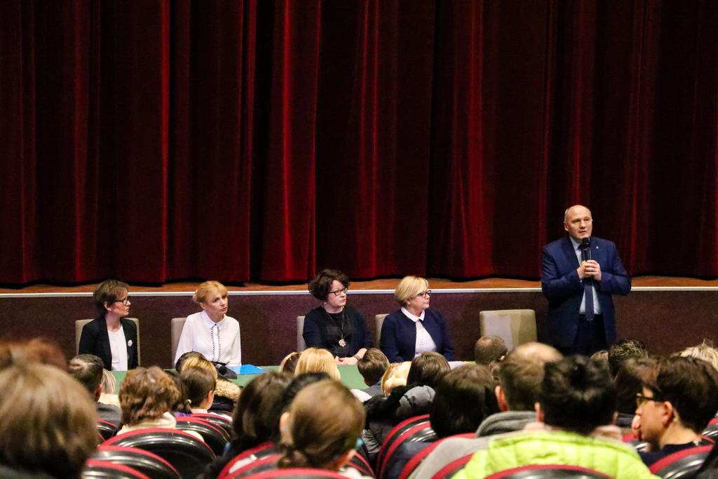 W środę 8 lutego w dyskusji na temat reformy szkolnictwa w gminie, udział wzięli rodzice uczniów Szkoły Podstawowej nr 3.