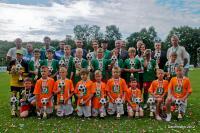 Pamiątkowe zdjęcie organizatorów i zwycięskich drużyn