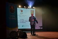 Burmistrz Marek Długozima życzył wszystkim uczestnikom niegasnącego zapału w realizacji marzeń prywatnych i zawodowych oraz dalszych sukcesów w ramach prowadzonych zajęć.