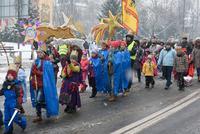 Trzebnicki deptak wypełnił się mieszkańcami wspólnie podążającymi na Trzebnicki Rynek.