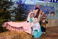 W roli Świętej Rodziny- Państwo Gładysz z dziećmi.