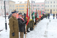 Uroczystości rozpoczęły się na trzebnickim rynku, skąd delegacje, poczty sztandarowe oraz młodzież z gminnych szkół pomaszerowała w kierunku ronda Żołnierzy Wyklętych.