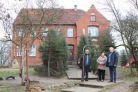 Burmistrz Marek Długozima wizytował szkołę w Masłowie wraz z Zbigniewem Mrozińskim z Wydziału TI. Na zdjęciu wspólnie z Panią Dyrektor Jadwigą Drobik.