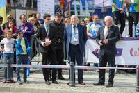 Zmagania uczestników obserwował Burmistrz Marek Długozima i Starosta Powiatu Trzebnickiego Waldemar Wysocki.