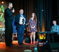 W podziękowaniu za owocną współpracę, basista IM Fanki Tim wręczył burmistrzowi upominek: album wydany z okazji 50-lecia Jazzu nad Odrą autorstwa Bogusława Klimsy i Wojciecha Siwka.