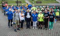 Burmistrz Marek Długozima przywitał zebranych uczestników nordic walking i życzył im udanego marszu.