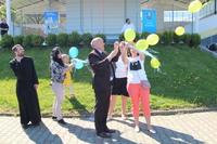 Wspólne puszczanie balonów- symbolizujących  równość wszystkich ludzi.