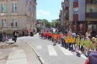Tegoroczny przemarsz, zorganizowany wspólnie przez Gminę Trzebnica i Przedszkole wraz ze Szkołą Integracyjną z Trzebnicy, poświęcony był przede wszystkim dzieciom głuchym i niedosłyszącym.