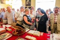 W godzinach popołudniowych można było zwiedzać muzeum klasztorne, po którym oprowadzała s. Olimpia Konopka.