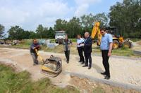 Planowane są kolejne inwestycje, w tym  budowa 3 kilometrowego odcinka drogi, która połączy Cerekwicę z Masłowem.
