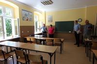 W ramach prac remontowych odnowione zostały pomieszczenia klas lekcyjnych, biblioteki oraz sanitariatów.