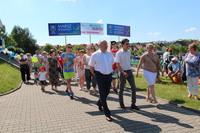 Tradycyjnie już oficjalne świętowanie Dnia Dziecka rozpoczęło się Marszem Rodzinnym poprowadzonym przez Burmistrza Marka Długozimę.