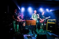 Koncert promujący płytę Medevac trzebnickiej grupy Cran odbył się z towarzyszeniem znakomitych gości: Andrzeja Nowaka (TSA, Złe Psy), Tadeusza Boguckiego (Blues Menu), Marcina Łuczyńskiego (Indios Bravos) i Igora Oksińskiego, lokalnego barda.