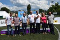 Od lewej: Beniamin Ferte, Krzysztof Ulatowski, burmistrz Marek Długozima, Tomasz, Krzysztof, Maryla Stangenberg i Kamil Kwaśniak.