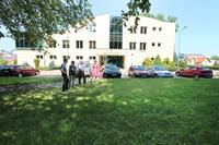 Niebawem Sąd Rejonowy w Trzebnicy będzie rozbudowywany o pomieszczenia dla kuratorów sądowych, dlatego Burmistrz MArek Długozima zaproponował powiększenie parkingu znajdującego się przed sądem, dla potrzeb pracowników.