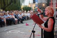 Kolejnym ważnym momentem otwarcia było również tradycyjne przeczytanie przez trzebnicką poetkę – Danutę Kamińską okolicznościowego wiersza, który pisze zawsze przy okazji otwarcia gminnych inwestycji.
