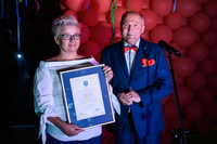 Burmistrz Marek Długozima wręczył na ręce Pani prezes symboliczny akt przekazania obiektu.