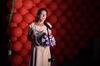 Kwiaty wraz z podziękowaniem na ręce burmistrza złożyła również Dyrektor Powiatowego Centrum Pomocy Rodzinie Zofia Kaczmarek.