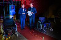 Sławomir Golec – dyrektor VERMEIREN POLSKA SP Z o.o. za szczególny dar serca w postaci dwóch wózków inwalidzkich, przekazanych bezpłatnie na potrzeby przychodni.