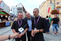 Na zdjęciu: ks. Łukasz Anioł, moderator Ruchu Młodzieży Salwatoriańskiej, burmistrz Marek Długozima oraz ks. Maciej Szeszko, dyrektor RMS.