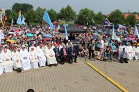 W uroczystej mszy św. na Placu Pielgrzymkowym uczestniczyli m.in. burmistrz Gminy Trzebnicy oraz starosta Powiatu Trzebnickiego.