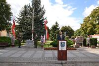 Okolicznościowe przemówienie w imieniu Burmistrza Gminy Trzebnica Marka Długozimy, wygłosił Mateusz Stanisz – Przewodniczący Rady Miejskiej.