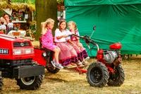Jedną z atrakcji była wystawa maszyn rolniczych. Z tego tytułu najbardziej cieszyły się dzieci.