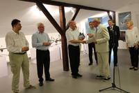 Podziękowania burmistrzowi Markowi Długozimie złożył również Andrzej Tajchman i wręczył książkę Historia Klubu Częstochowskiego.