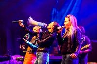 Wokalistki zespołu Girls On Fire zaśpiewały znane przeboje.