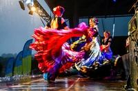 W przepięknych strojach swoje umiejętności taneczne zaprezentował zespół Sin Nombre Tribe.