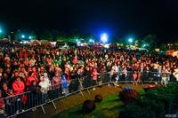 Koncerty, gdy nie padał deszcz,  przyciągały tłumy trzebniczan.