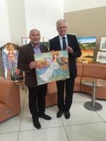 Burmistrz Marek Długozima przekazał na ręce Wicepremier Jarosława Gowina jedną z prac biorących udział w Międzynarodowym Plenerze Plastycznym Trzebnica 2016.