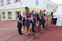 Chór szkolny zaśpiewał przepiękne pieśni patriotyczne.