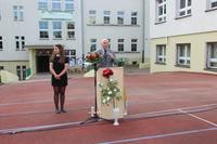 Dyrektor szkoły Elżbieta Nowak.