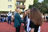 Aktu pasowania na ucznia dokonała dyrektor gimnazjum Elżbieta Nowak.