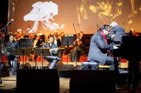 Podczas uroczystej gali wystąpiło trio Hadriana Tabęckiego z udziałem Orkiestry Smyczkowej Instrumentalistów Narodowego Forum Muzyki pod dyrekcją Andrzeja Kosendiaka – Dyrektora Narodowego Forum Muzyki. Foto ZIG.