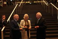 Uroczystość była także okazją do interesujących spotkań i rozmów. Na zdjęciu burmistrz oraz Marek Dardas, właściciel trzebnickiej firmy AUTO-MAR.