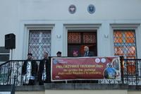 Zgromadzonych pielgrzymów na trzebnickim rynku przywitał Burmistrz Gminy Trzebnica Marek Długozima oraz podziękował za tak liczne przybycie.