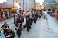 Pochód pielgrzymów poprowadziła ulicami miasta Orkiestra Dęta.