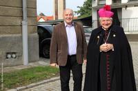 Burmistrz Marek Długozima wraz z biskupem kaliskim Edwardem Janiakiem.