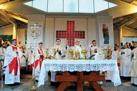 Mszę św. na ołtarzu polowym koncelebrowało 101 kapłanów z archidiecezji wrocławskiej. Przewodniczył jej metropolita katowicki abp Wiktor Skworc.