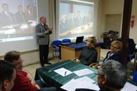 Burmistrz Gminy Trzebnica - Marek Długozima prezentujący praktyki użyteczno-społeczne pracy więźniów na terenie gminy.