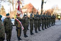Salwę honorową oddali żołnierze z 3 Brygady Radiotechnicznej Garnizonu Wrocław, którzy pełnili wartę przy pomniku i asystowali przy złożeniu wieńców i wiązanek kwiatów.