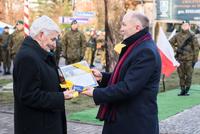 Na zdjęciu burmistrz wraz z prof. Michałem Mierzejewskim.