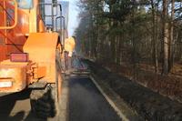 Całość drogi powiatowej pomiędzy Trzebnicą, a  Ujeźdźcem Wielkim ma zostać wyremontowana w trzech etapach i zakończyć się 2018 roku.
