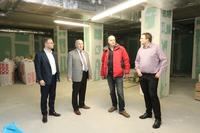 Na zdjęciu: sekretarz Daniel Buczak, burmistrz Marek Długozima, Stanisław Koszałko z wydziału TI oraz Jerzy Marczak - dyrektor techniczny Gminnego Parku Wodnego
